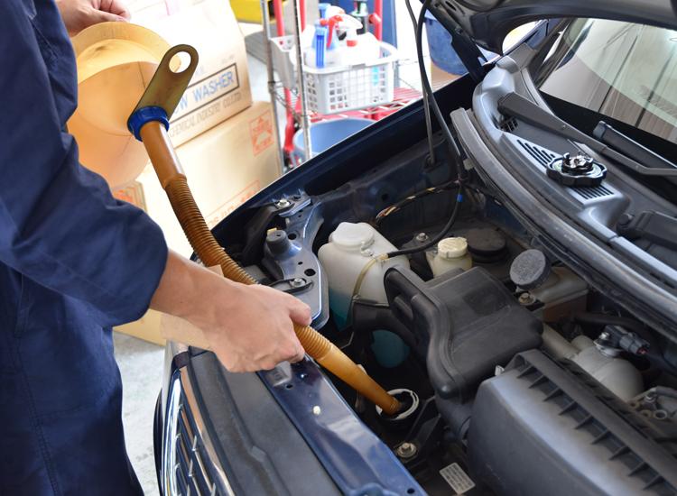エンジンオイルの販売・交換作業